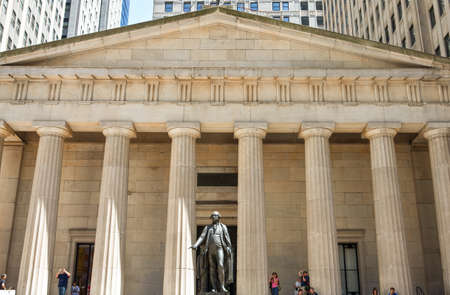 federal hall: New York, U.S.A. - July 6, 2009: Manhattan,Wall Street,the Washington statue in fron of the Federal Hall National Monument