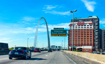 st louis: St Louis, U.S.A. - May 18, 2011: Missouri,  the Arc on the Mississippi river , seen from the Roure 66 Editorial
