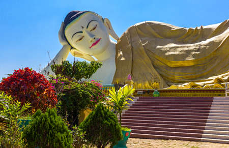 recline: Myanmar, Bago, the huge statue of the reclining Buddha (Shwethalyaung Buddha)