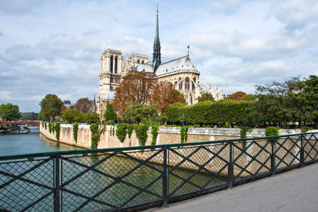 rive: Paris,  France - October 3, 2009: The Notre Dame Cathedral seen  from the left bank (rive gauche) of the river. Editorial