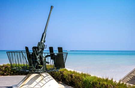 seconda guerra mondiale: Ouistreham, Francia, Normandia, una vecchia arma contraerea nei luoghi di prestito seconda guerra mondiale.