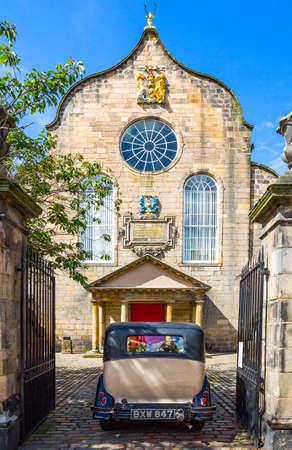 kirk: Edinburgh, Scotland - July 28, 2012:, Royal Mile, a wedding car on the entrance to the Canongate Kirk. Editorial