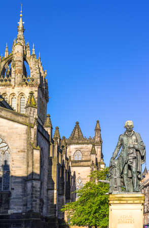 giles: Great Britain, Scotland, Edinburgh,  Royal Mile, the apse of the St Giles Cathedral and the monument to Adam Smith.