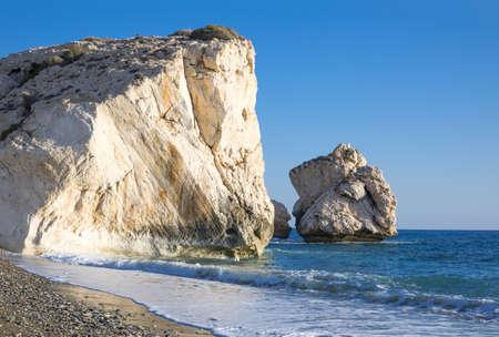 aphrodite: Grecia, Chipre, la costa Petra Tou Romiou (Afrodita 'Rock) que, según la leyenda, es el lugar de nacimiento de Afrodita Foto de archivo