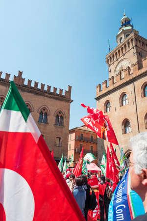 Bologna, Italien - 6. Mai 2016: Eine Gewerkschaftsmanifestation in Maggiore-Quadrat vor dem D'Accursio-Palast (Rathaus)