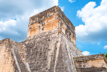 Chichen Itza , Mexico - April 18, 2016: Archaeological site, the Observatory (El Observatorio) 新聞圖片