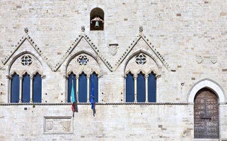 L'Italia,l'Umbria,Todi, piazza Del Popolo, la facciata del palazzo del Capitano