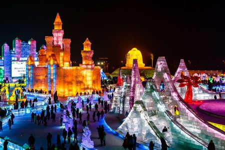 exposición: De enero de el año 2015 - Harbin, China - edificios de hielo en la nieve Festival Internacional de Hielo y Editorial