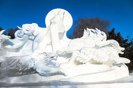 exposición: Harbin, China - January 2015: Snow sculpture of wolves in the 27th China Harbin Sun Island International Snow Sculpture Art Expo. Located in Harbin City, Heilongjiang, China.