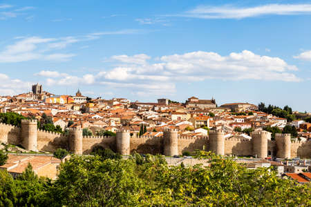 Panoramic view of the historic city of Avila from the Mirador of Cuatro Postes, Spain, with its famous medieval town walls. Called the Town of Stones and Saints 版權商用圖片