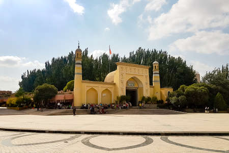 Kashgar, Xinjiang, China: view of the Id Kah Mosque, the most famous attractions in Kashgar Ancient Town. Built in 1442, it is the largest mosque in China