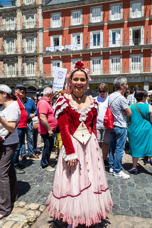 15th May 2019? Madrid, Spain: A young girl in a traditional chulapa dress during the San Isidro Festival of Madrid 報道画像