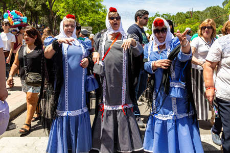 15th May 2019? Madrid, Spain: old women in traditional chulapa dresses during the San Isidro Festival of Madrid Imagens - 127627287