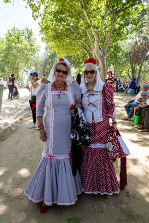 15th May 2019? Madrid, Spain: old women in traditional chulapa dresses during the San Isidro Festival of Madrid Imagens - 127627288