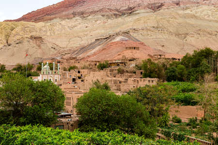 Tuyoq village (Tuyuk): panoramic view of this traditional uighur village set in lush valley cutting through the flaming mountains near Turpan, Xinjiang, China 免版税图像
