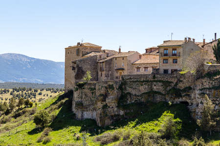 Pedraza, Castilla Y Leon, Spain: houses of Pedraza village from Mirador the Tungueras, with the Sierra de Guadarrama behind. Pedraza is one of the best preserved medieval villages of Spain Imagens