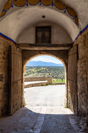 Pedraza, Castilla Y Leon, Spain: The entry gate of the small town. Pedraza is one of the best preserved medieval villages of Spain, not far from Segovia Imagens