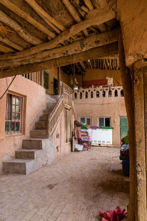 Aug 2017, Tuyoq village (Tuyuk): interior courtyard Imagens - 127627412