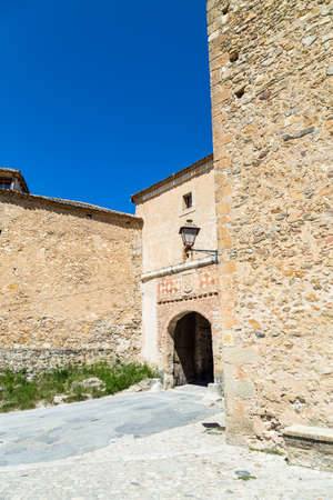 May 2019, Pedraza, Castilla Y Leon, Spain: The entry gate of the small town. Pedraza is one of the best preserved medieval villages of Spain, not far from Segovia Imagens - 127627420