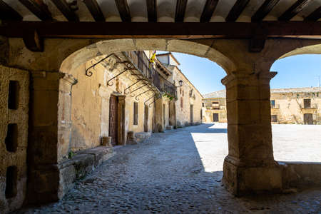 May 2019, Pedraza, Castilla Y Leon, Spain: Plaza Mayor in a spring morning. Pedraza is one of the best preserved medieval villages of Spain, not far from Segovia 報道画像