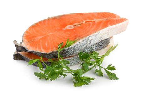 steak cru: Saumon isol�es sur fond blanc  Banque d'images
