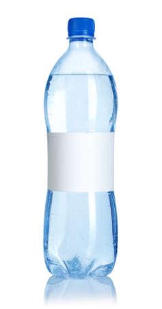 purified water: Botella de agua de soda con etiqueta en blanco