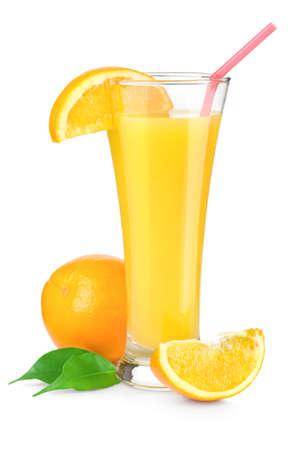 verre jus orange: Le jus d'orange dans un verre Banque d'images