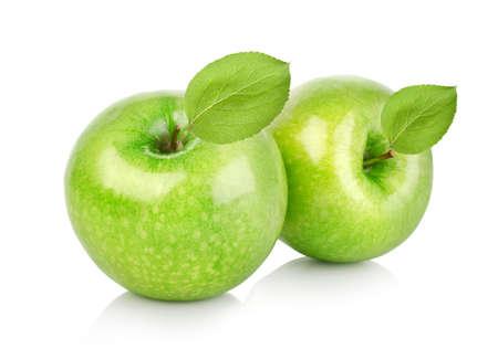 manzana verde: Dos manzanas verdes con hojas Foto de archivo