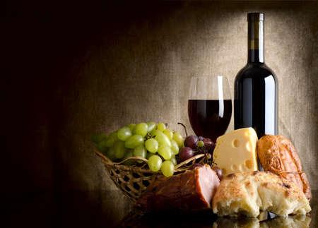pan y vino: Vino y comida Foto de archivo