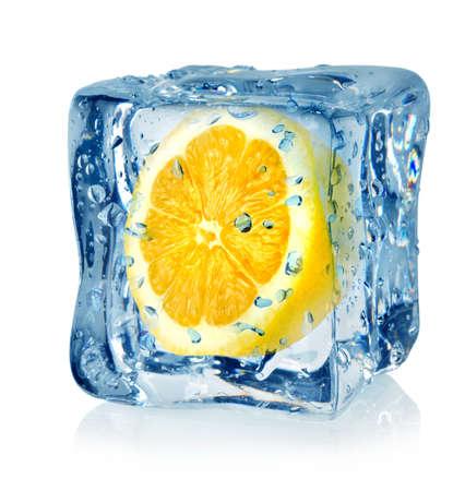 cubos de hielo: Cubo de hielo y lim�n