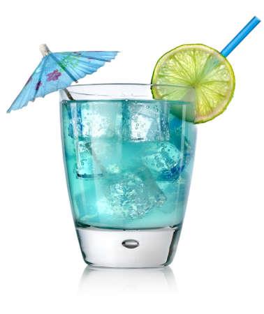 coctel de frutas: Coctel azul en un vaso Foto de archivo