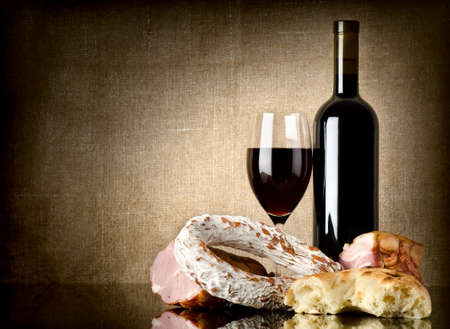 dry sausage: Wine and sausage, bread