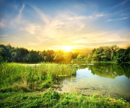 Magische zonsopgang boven de rivier Severskiy Donets Stockfoto - 21618337