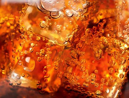 氷および泡とコーラの背景 写真素材
