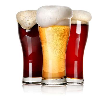 Drie soorten bier geïsoleerd op een witte achtergrond Stockfoto