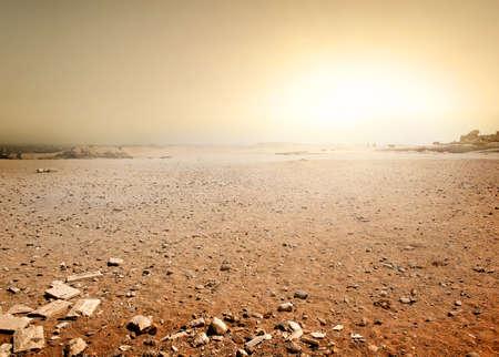 puesta de sol: Desierto de Sandy en Egipto en la puesta de sol Foto de archivo