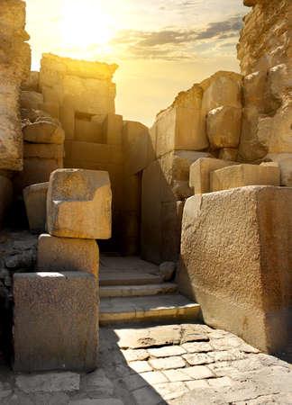 Pareti di pietra in rovina della tomba faraone Archivio Fotografico - 47283950