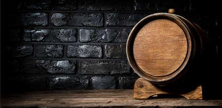 Drewniana beczka i ściana wykonana z cegieł Zdjęcie Seryjne