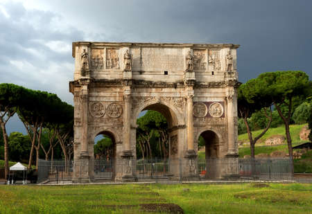 constantin: Arch of Constantine at the end of the palatine hill. Rome, Italy.