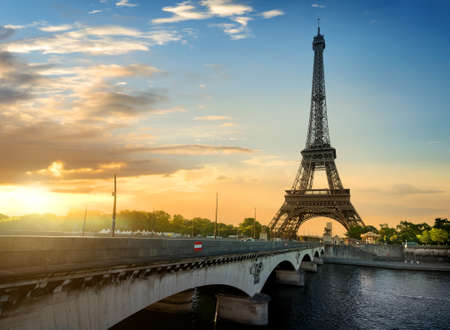 eifel: Paris, the beautiful view of the Eiffel Tower on a summer day