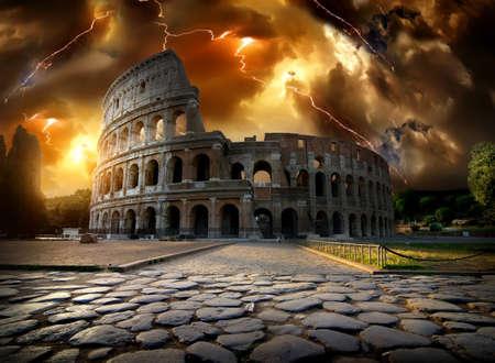 Colisée dans l'orage Banque d'images - 70834984