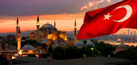 이스탄불의 국기와 Ayasofya 스톡 콘텐츠