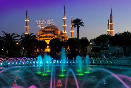 조명 된 블루 모스크