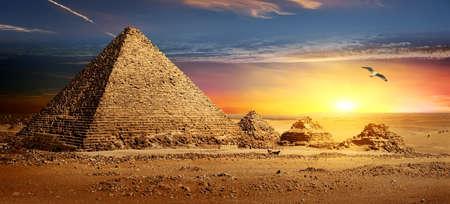 Pyramids at sunset Standard-Bild