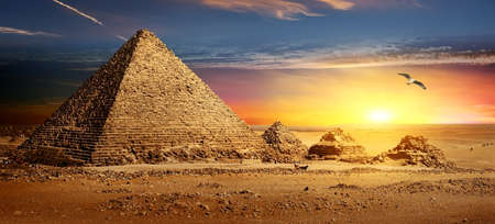 Pyramids at sunset 免版税图像