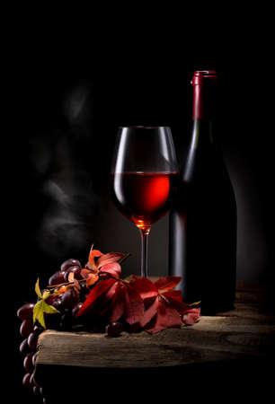 Wijn op zwart Stockfoto