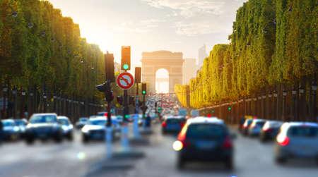 Traffico sugli Champs Elysee Archivio Fotografico - 90430341