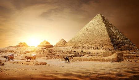 Pyramides d & # 39 ; Banque d'images - 93815350