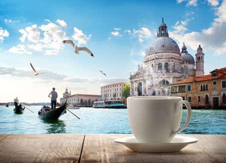 Koffie en Venetië Stockfoto - 94427276