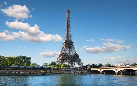 River and bridge in Paris 免版税图像